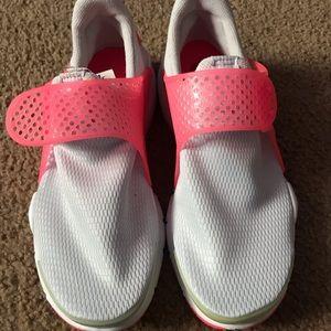 NEW Nike Sock Darts